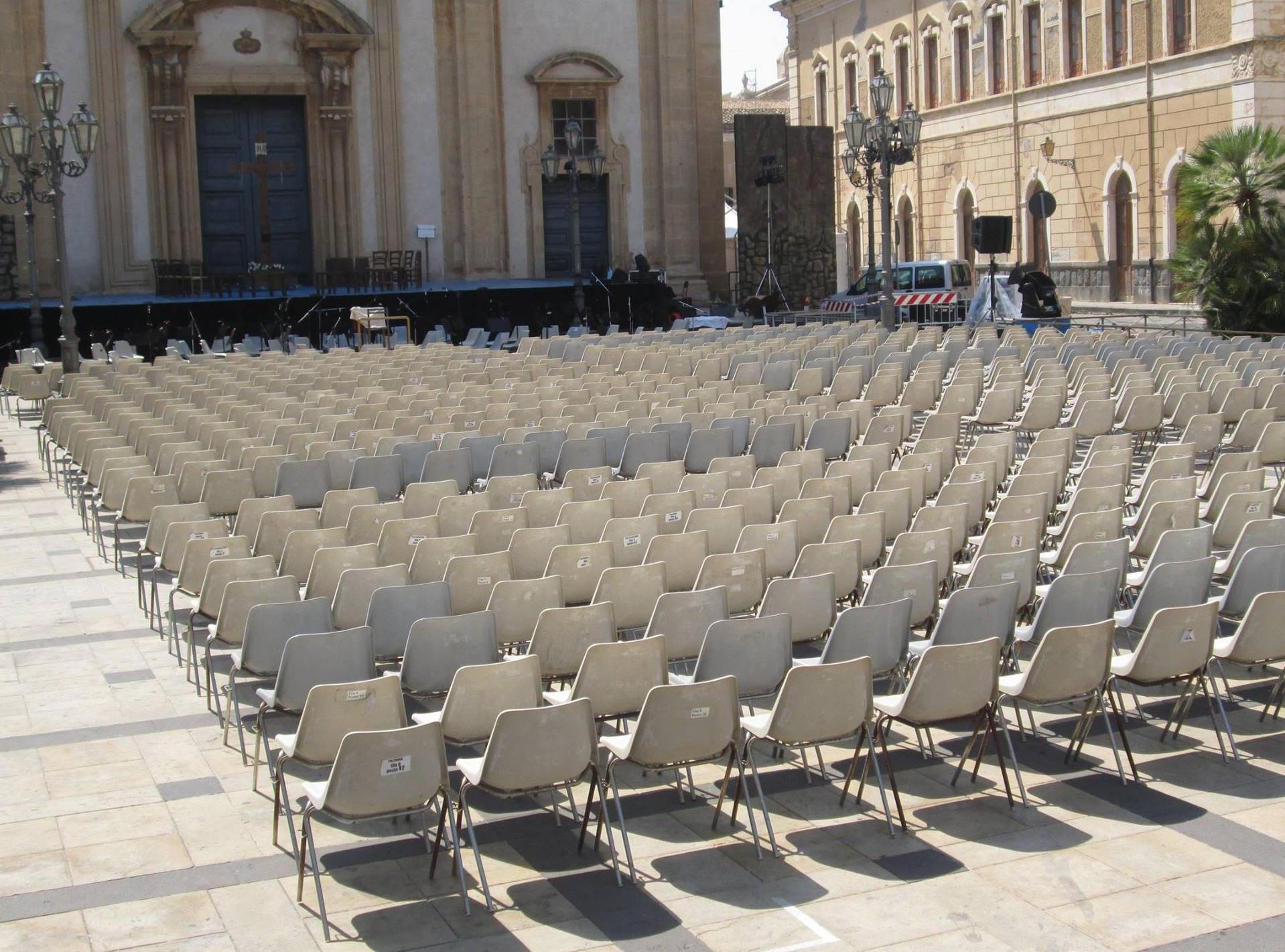 Piazza Duomo allestita per spettacolo Cavalleria Rusticana