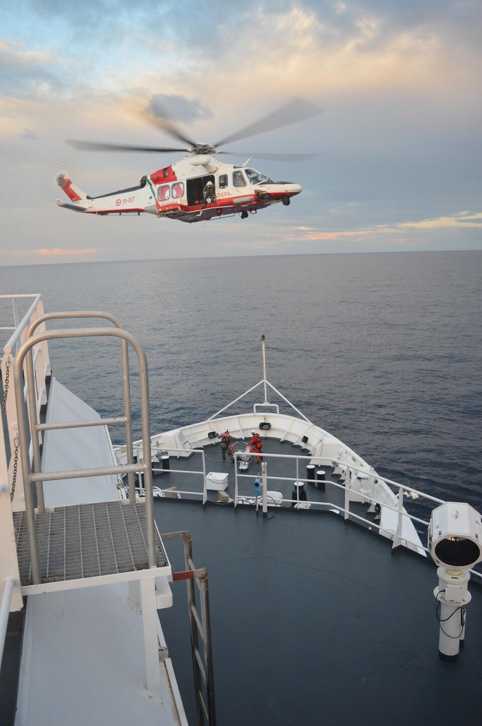 Elicottero Quarto : Migrante colto da malore trasferito a lampedusa con l elicottero