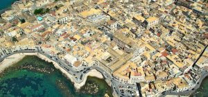 """Siracusa, """"L'Accademia incontra la città"""", cinque lezioni-spettacolo di teatro in Ortigia"""