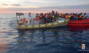 soccorsi-731-migranti-marina-militare