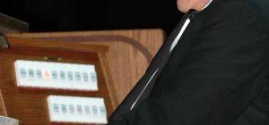 Avola, l'organista Giuseppe Di Mare incanta il pubblico in un concerto in onore di S. Francesco