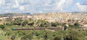"""Siracusa, riparte il """"Treno del barocco"""": su carrozze anni '30 tra le meraviglie del Val di Noto"""