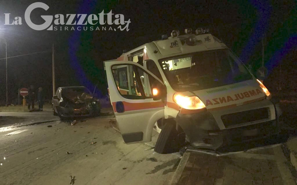 Melilli: scontro fra ambulanza e auto, a bordo donna in arresto cardiaco
