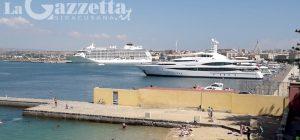 """Siracusa, nel porto il lusso galleggiante di """"The World"""" e """"Seabourn Odyssey"""". Al via i primi solarium"""