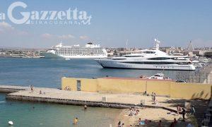 """Siracusa, nel porto il lusso galleggiante di """"The World"""" e """"Seabourne Odyssey"""". Al via i primi solarium"""