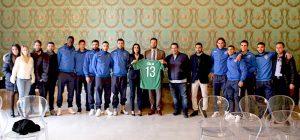 Siracusa calcio, oggi la sfida interna con la Casertana. Ieri consegnata al sindaco la maglia numero 13