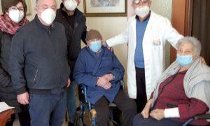 Carlentini, Covid, vaccinazione domiciliare per centenario e la moglie